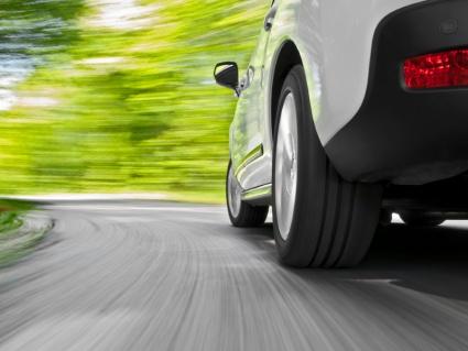 Luvassa nopeaa renkaiden kulumista: Suomen teiden kunto huononee